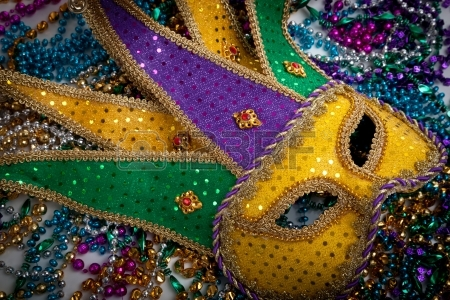 Mardi Gras mask and beads (123 RF)