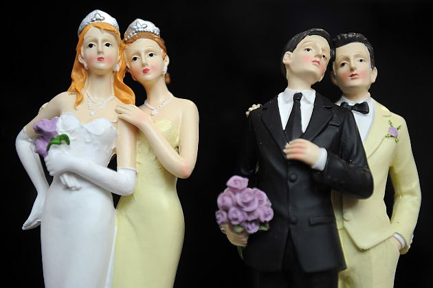 Same-sex marriage figurines (The Missouri Times)