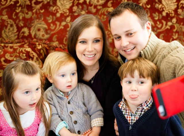 Josh and Anna Duggar and their children (E! Online)