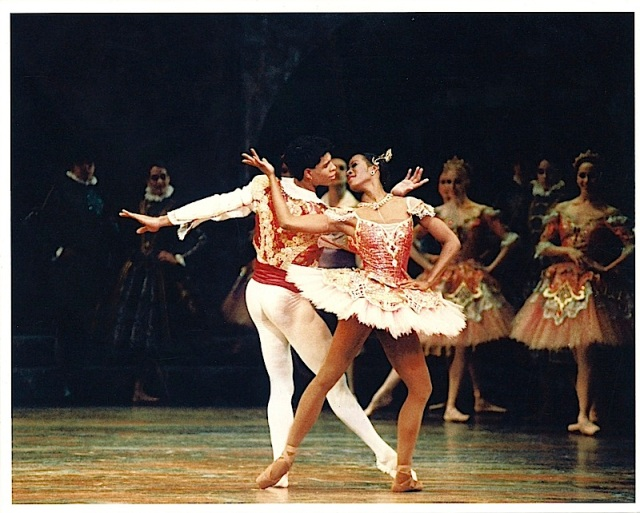 Lauren Anderson, with Carlos Acosta, in Houston Ballet's 'Don-Quixote' (DanseTrack)