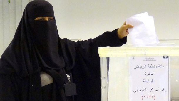 Saudi Woman voting (Haaretz)