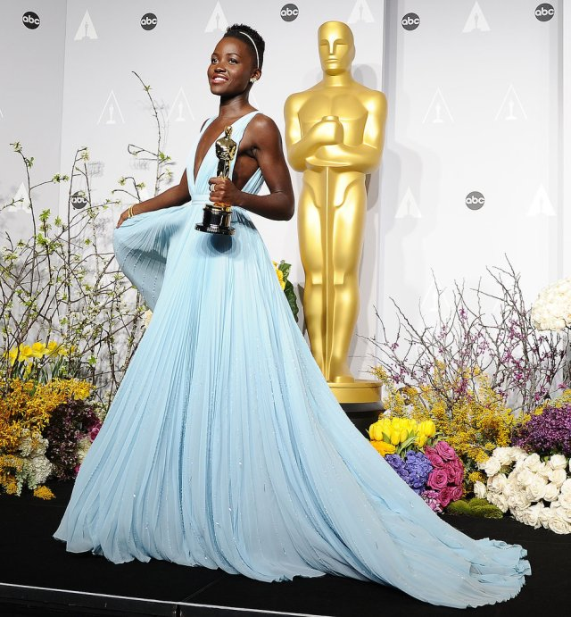 Lupita Nyong'o backstage at the Oscars, 2014 (Fiction Diversity WordPress)