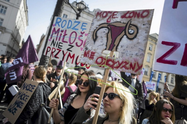 Polish protest against proposed abortion ban (Religion News)