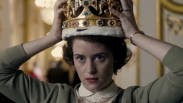 Claire Foy in 'The Crown' (HelloGiggles)